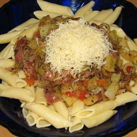 Penne with vegetables and bacon