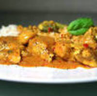 Country Captain Chicken Curry in Cream Sauce with Condiments