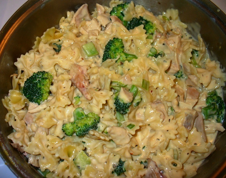Creamy Broccoli, Chicken and Pasta Recipe by Lynne - CookEatShare