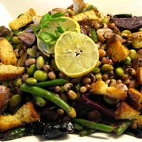 Black-eyed peas, succulent beets & edamame salad with rye croutons