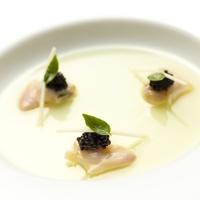 Hamaguri et caviar, gelee pomme-basilic