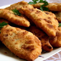 ÇİĞ BÖREK (TRADİTİONAL TURKİSH PASTRY)