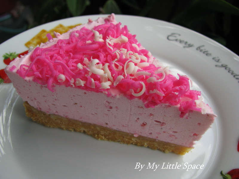 Strawberry Mousse Cake Recipe by kristy - CookEatShare
