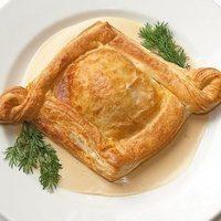 Женевский сырный пирог (запеченная телятина в слоеном тесте с сыром «Эмменталь» и «Чеддер»)