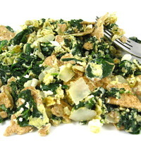 Skinny Matzo Brei With Fresh Spinach, Garlic and Onions
