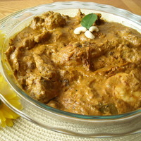 Chicken curry in creamy Youghurt and Cashew paste