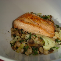 Oven Roasted Salmon w. Cauliflower & White Bean Sauté