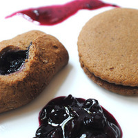 Sweet and Spicy Ginger Molasses Jam Cookies