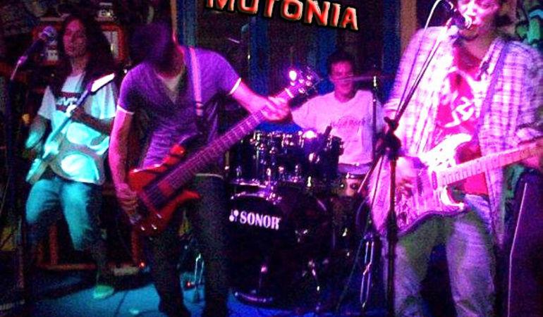 MutoniA... Live!!