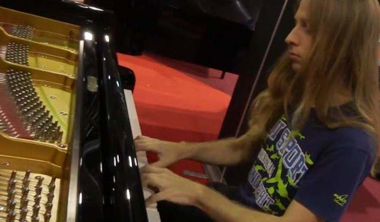Improvvisazioni tastiera/pianoforte offresi