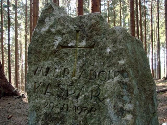 Pomník Adolfa Kašpara