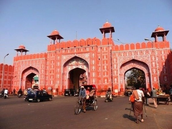 See the beautiful entrance gates to Jaipur