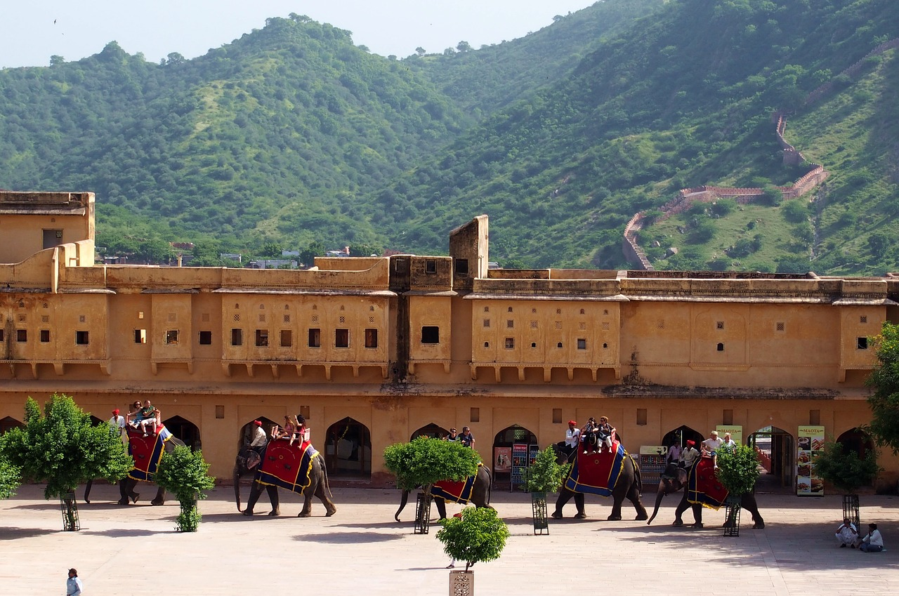 Spend time in the amazing Amber Fort Palace in our incredible 2017 tour of India and Dubai