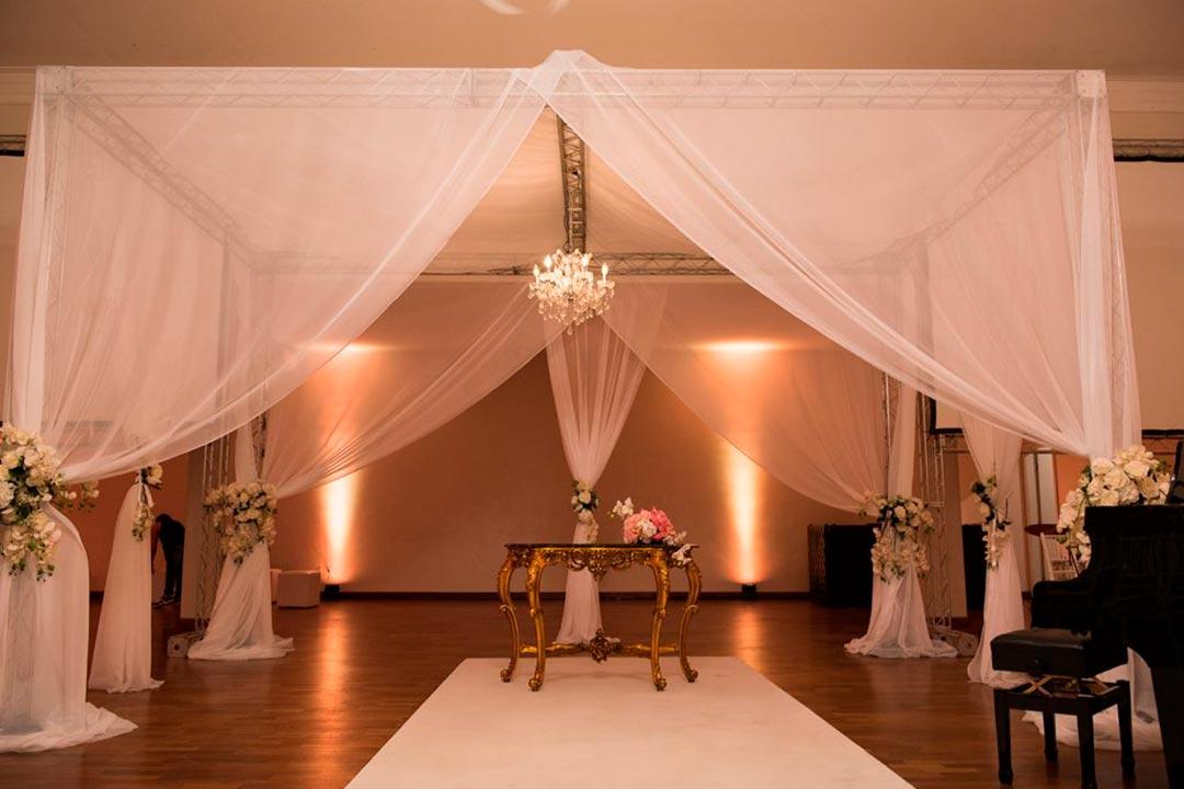 Decoração para casamentos - cenários com iluminação - Festejare Decorações e Flores