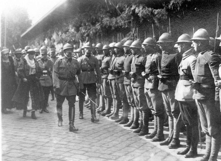 king-ferdinand-oradea-world-war-one-ww1-romanian-men-army.jpg