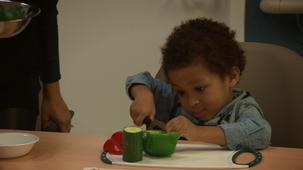 Vidéo - 10 trucs pour que votre enfant redemande des légumes et des fruits dans son assiette