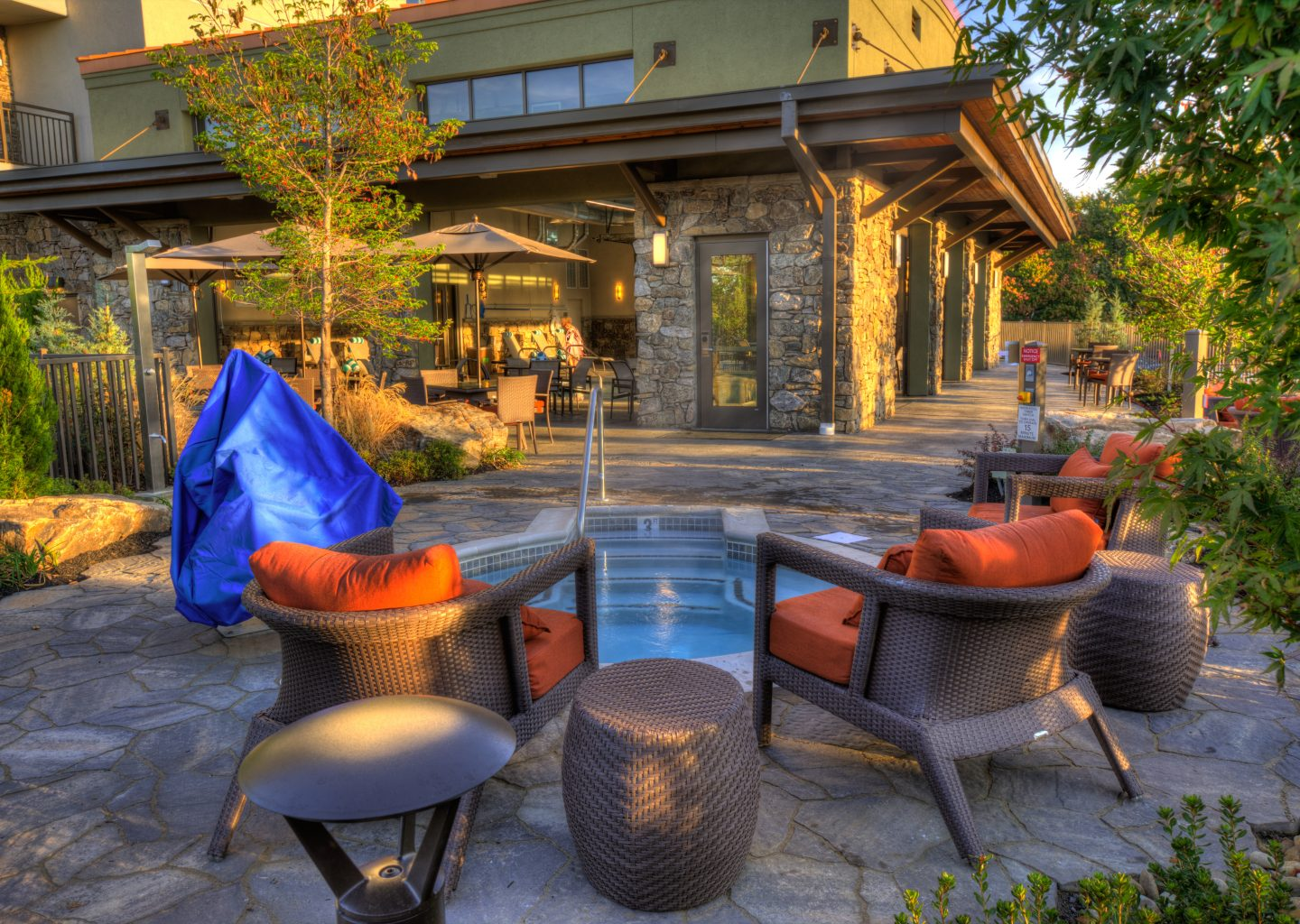 hotel amenities pools fire pit lazy river courtyard pigeon