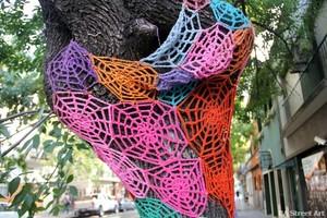 Yarn-bombing-street-art-crocheting-buenos-aires-buenosairesstreetart.com_