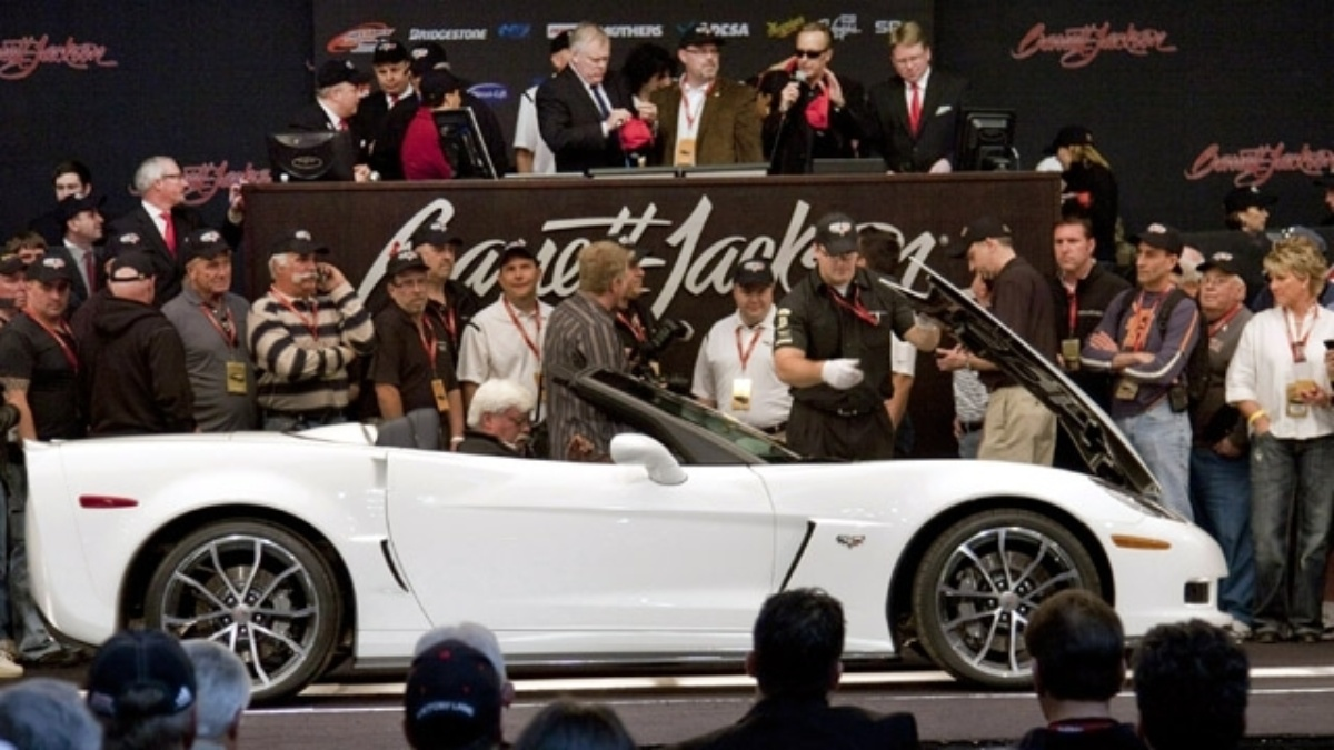 2013 Corvette raises $700,000 for Drive to End Hunger at Barrett-Jackson