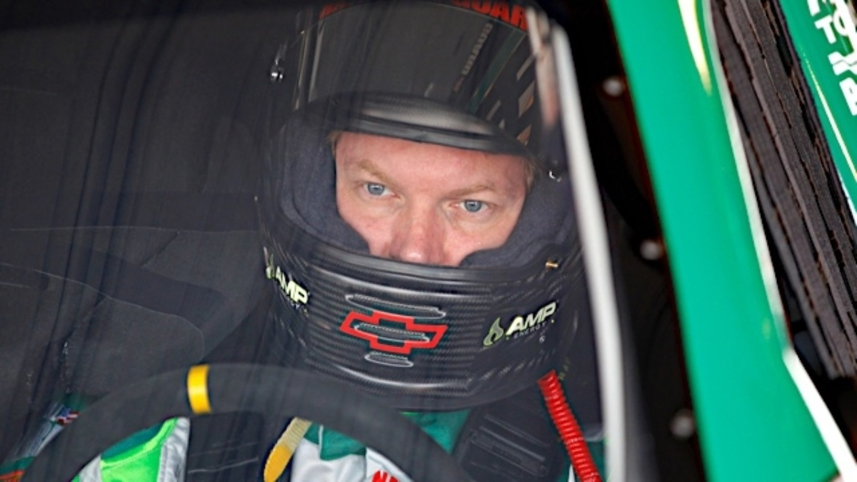 Earnhardt third, Johnson 12th at Martinsville