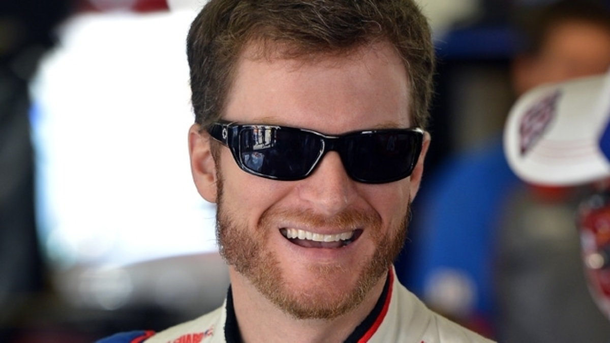 Earnhardt to chat with fans Tuesday through Reddit AMA, @TeamHendrick