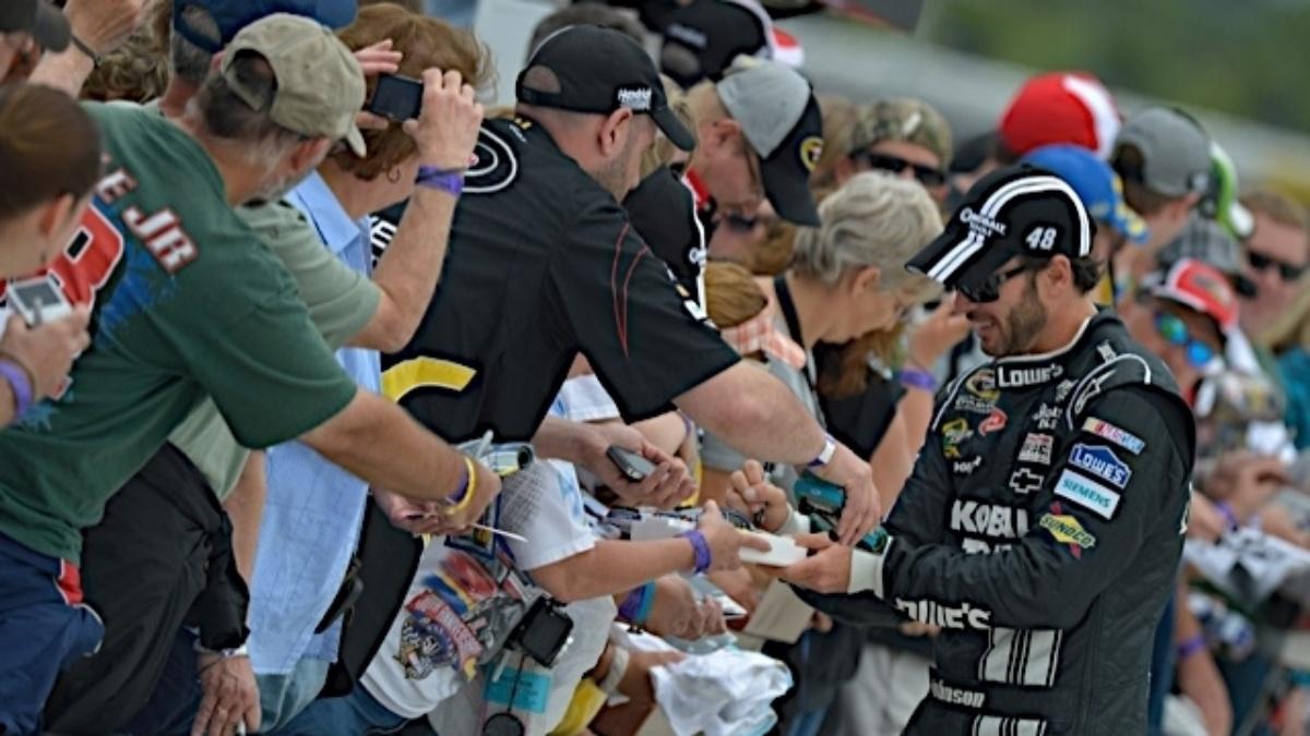 Fan voting online, on NASCAR mobile app will design 2013 Sprint Unlimited