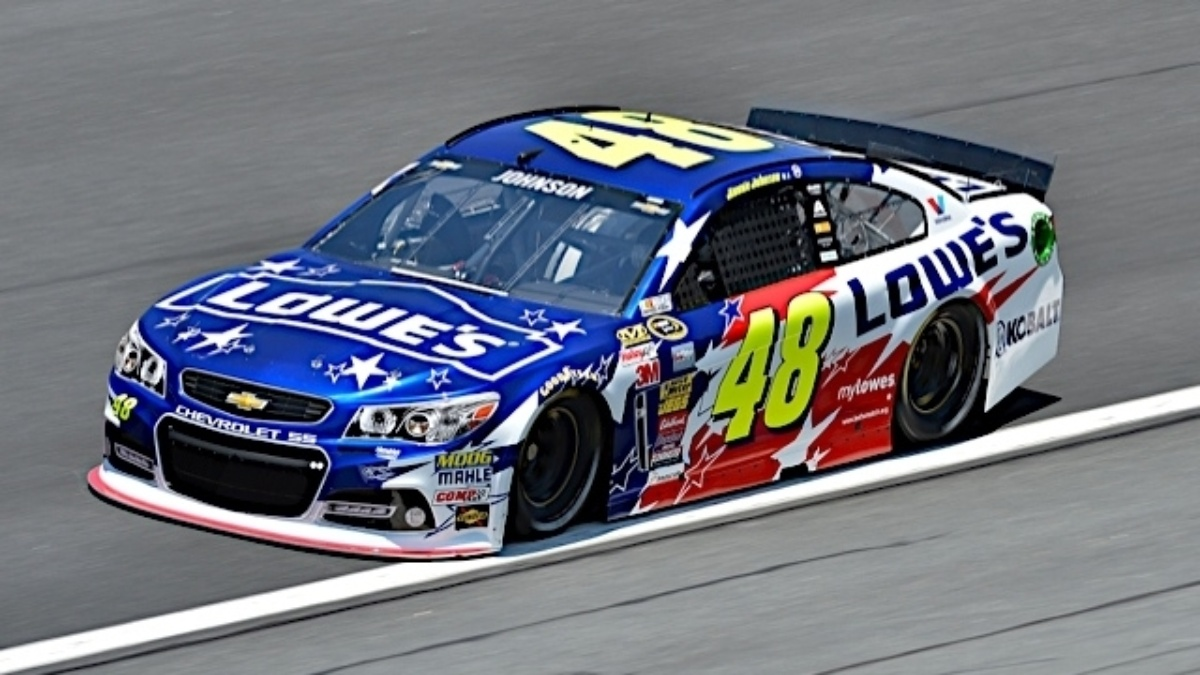Johnson wins Charlotte pole, Kahne and Earnhardt qualify in top 10