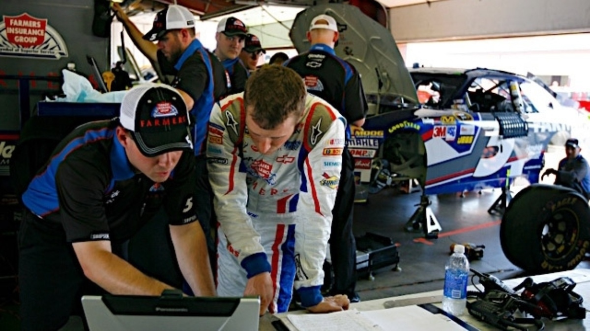 Kahne, Johnson to start in top 10 at Michigan