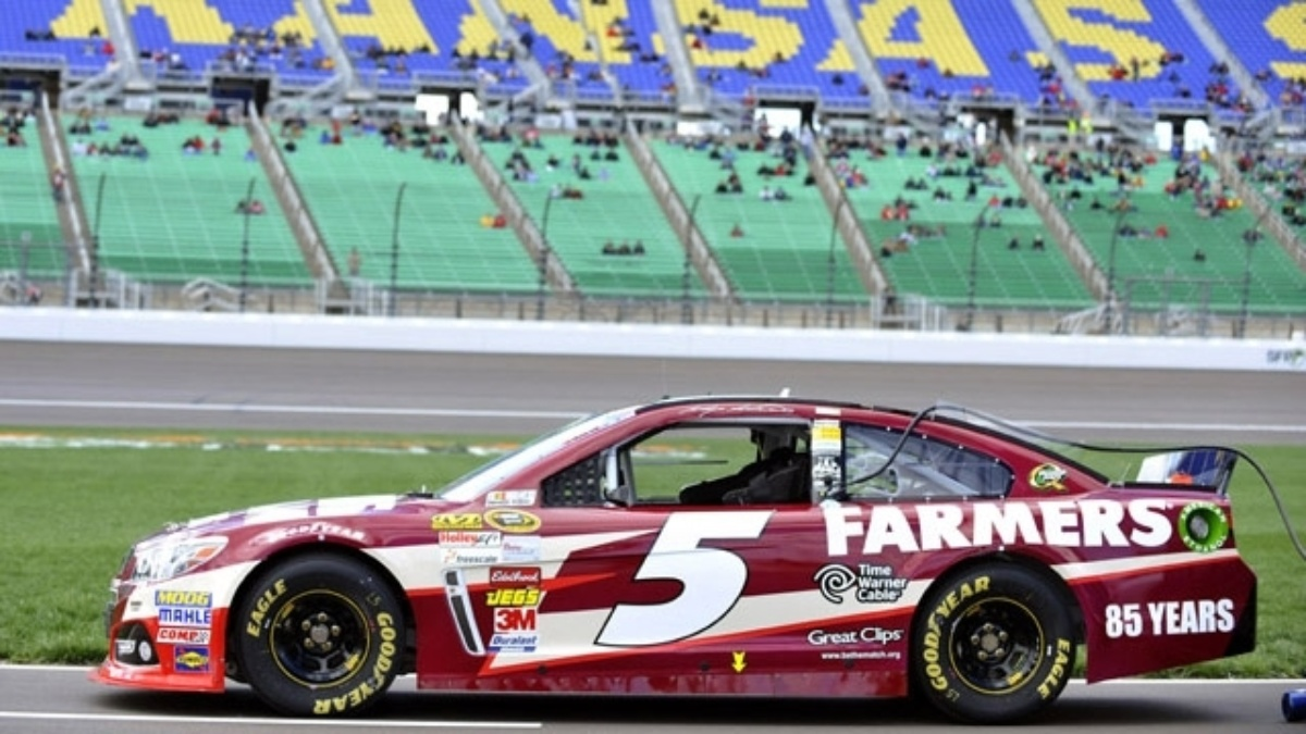 Kasey Kahne second, Jimmie Johnson third at Kansas Speedway