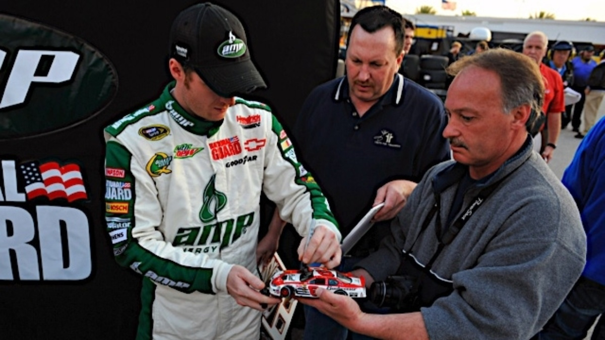 Lucky fan receives keys to Dale Earnhardt Jr.'s 2011 Chevrolet Camaro