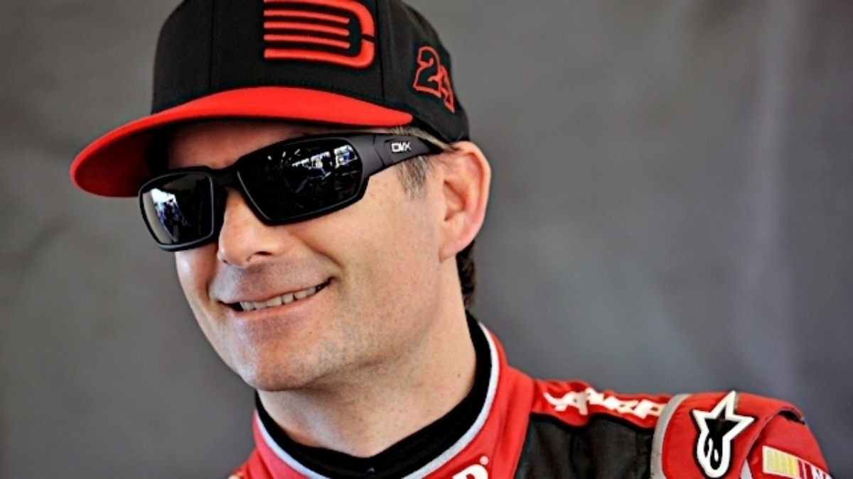 One lucky Darlington fan will receive pace car ride with Jeff Gordon