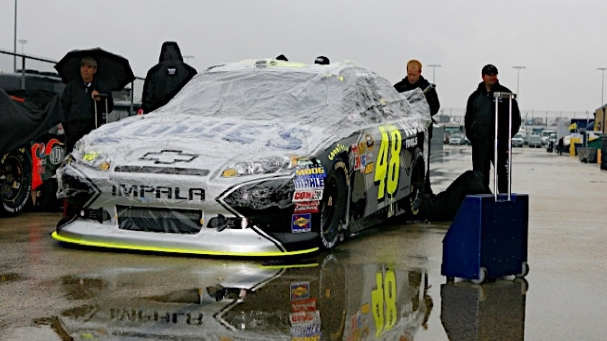 Chicagoland race postponed to Monday