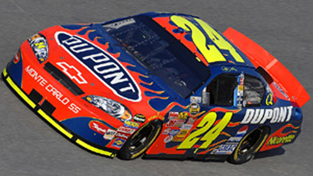 DuPont team takes slim lead into Kansas Speedway
