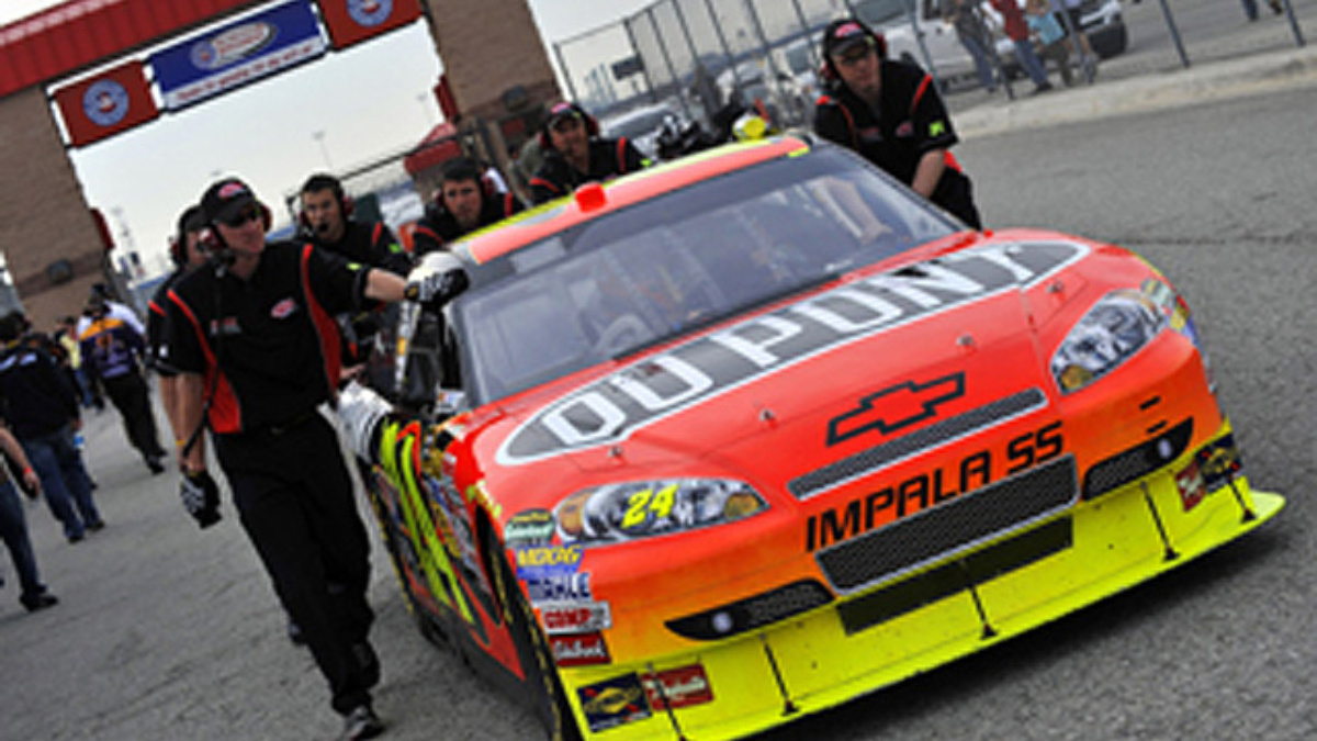 Team DuPont attempts to solve Pocono puzzle