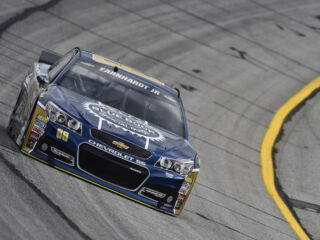 Earnhardt, Kahne qualify in top 10 at Atlanta&#x3B; Gordon, Johnson do not post times