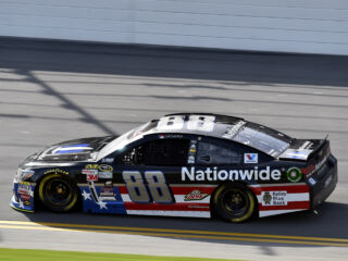Earnhardt to lead field to green at Daytona