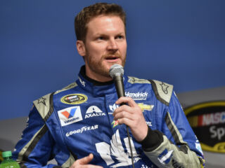 Earnhardt determined to 'peak at the right time' in 2016