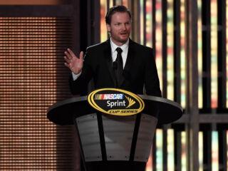 Watch Earnhardt accept Most Popular Driver award