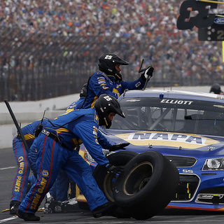 No. 24 Chevrolet SS Pit Crew