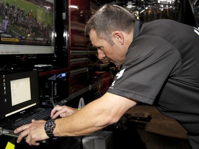 NFL scout-turned-pit crew coach talks Super Bowl 50, Cam Newton on a pit crew