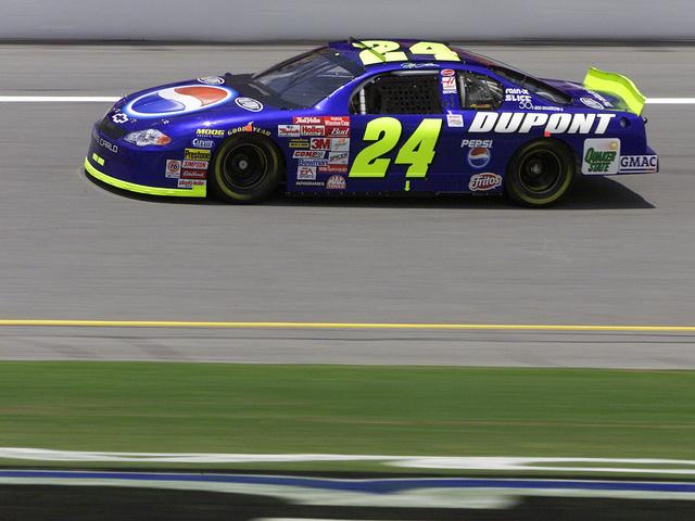 Relive #NASCARthrowback watch party through social media