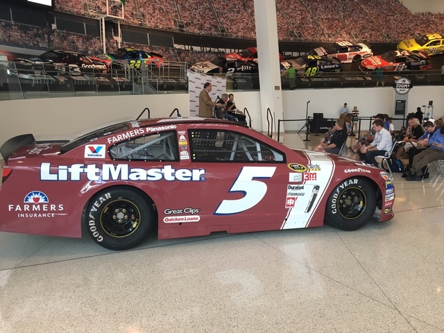 Kahne, Labonte unveil LiftMaster #NASCARThrowback scheme