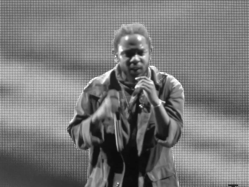 """Kendrick Lamar Kills It Performing """"Bitch Don't Kill My ..."""