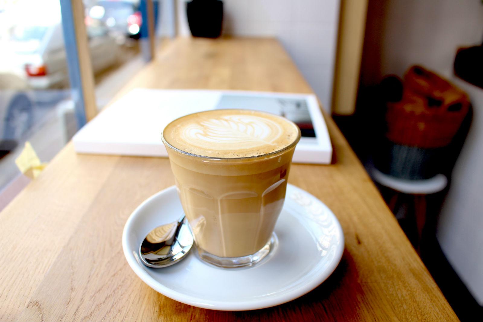 HiP Paris blog. Cafe Oberkampf. Latte made with Coutume coffee.