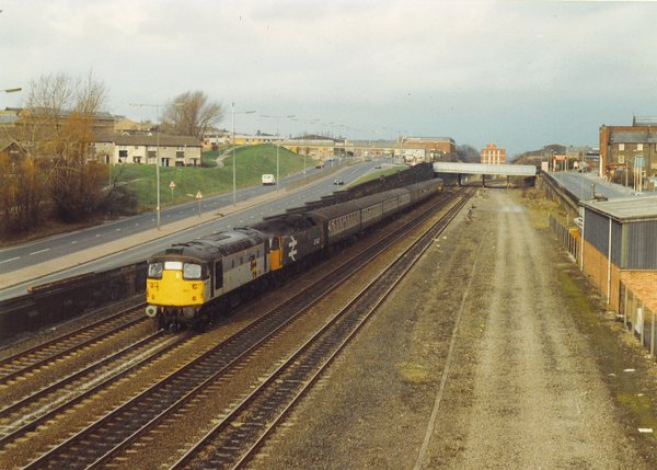 "26007 plus 47443 ""North Eastern"" at Wortley Junction"