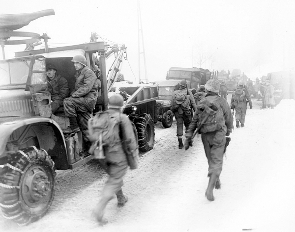 normal_Diamond_T_969_wrecker_Murringen_Ardennes_Belges[1].jpg