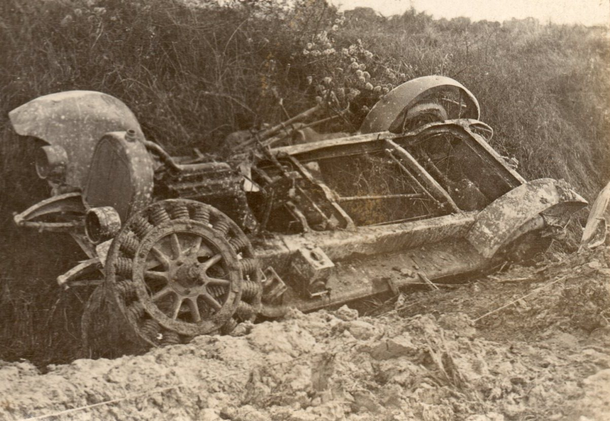 ww1 car in bits.jpg