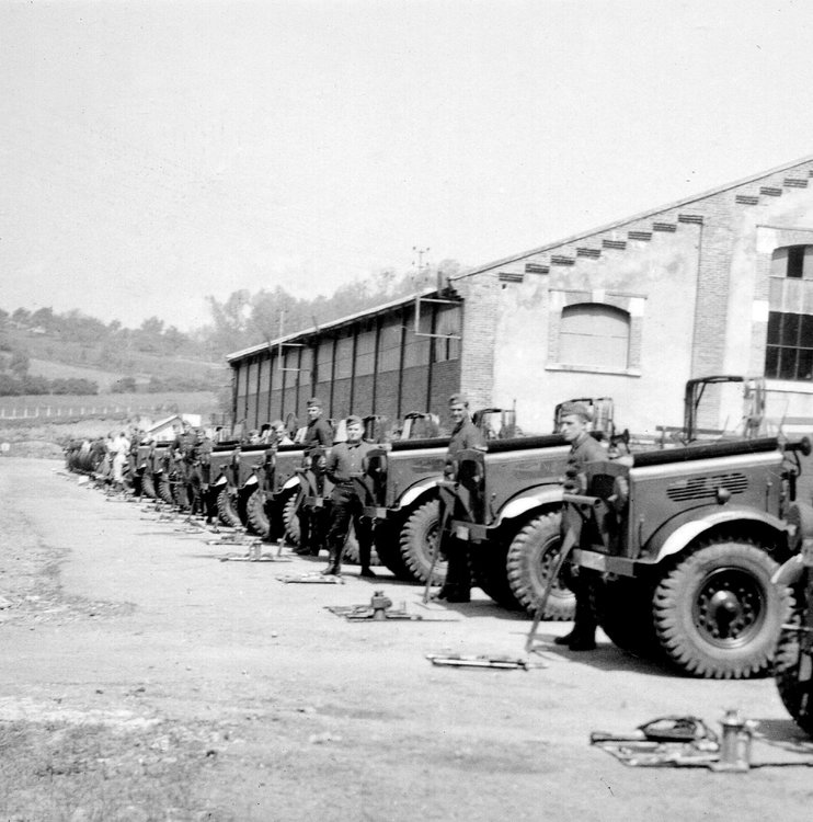 bedford mw trucks  german army ww2.jpg