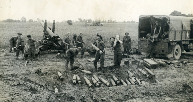 Shells for British artillery Second World War.jpg