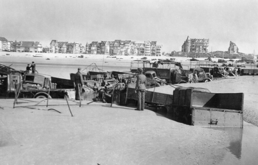 dunkirk 1940 trucks on beach.jpg